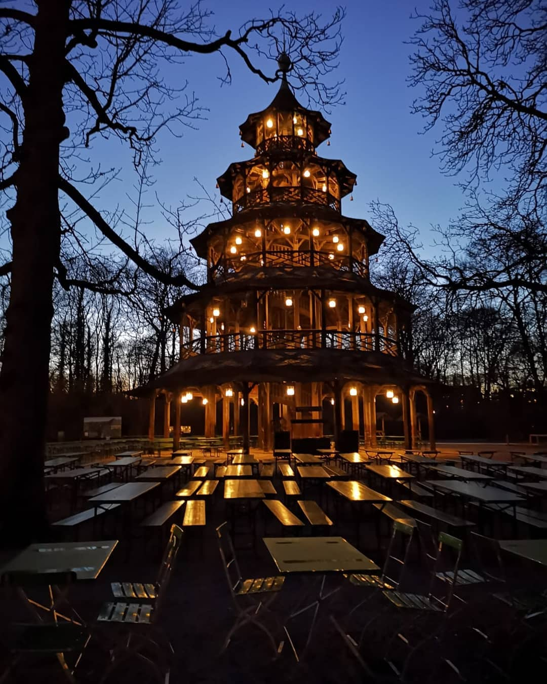 Biergarten della torre cinese